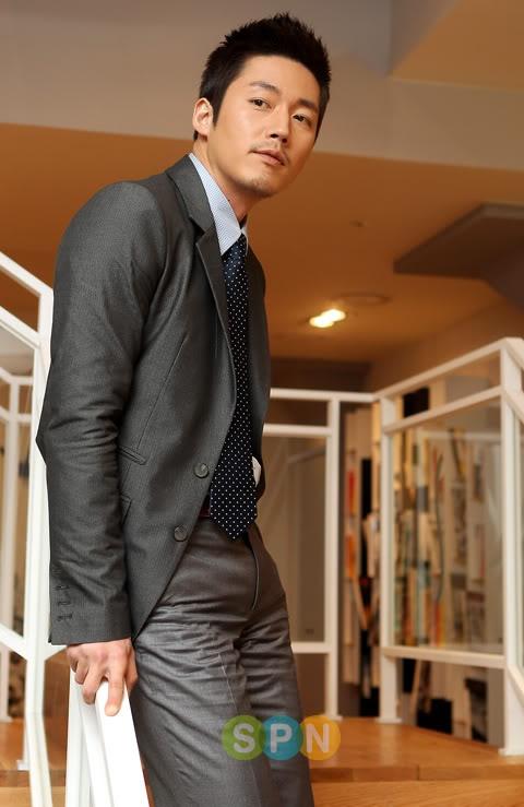 jang_hyuk_suit